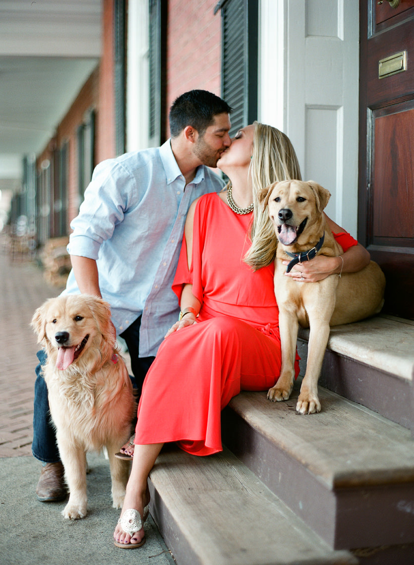 university-of-virginia-engagement-photography_gordon0018